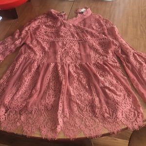 Tops - Beautiful lace top with undershirt!